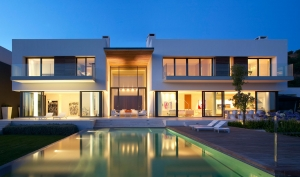 architecture-spectacular-minimalist-house-design-with-terrific-pools-also-exciting-wooden-deck-amazing-luxury-glass-house-design-ideas